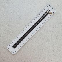 30 cm hosszú, 5 cm széles cipzár - fehér -  színben -